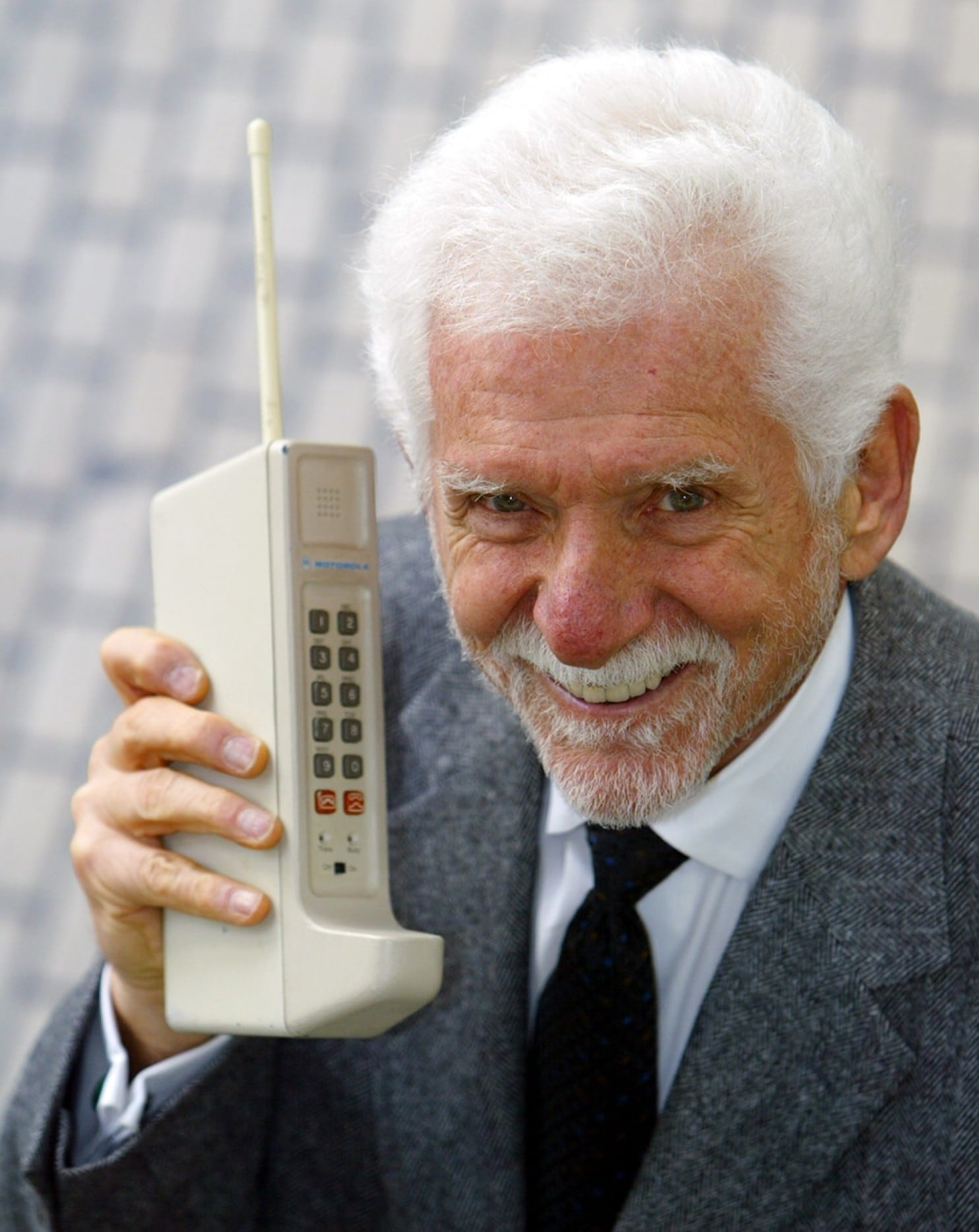 the invention of cell phone changes Change quickly access  martin cooper — credited as the inventor of the cellphone — made the world's first public call from a mobile phone,.