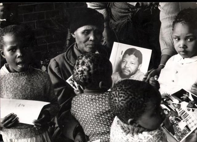 A mother remembers (photograph by Alf Kumalo)