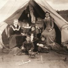 Inside one of the British concentration camps. Photographical Collection Anglo-Boer War Museum, Bloemfontein SA
