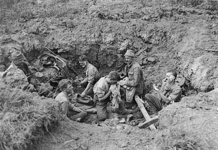 Essay/Term paper: Wwi - comparison of german and french soldiers experiences